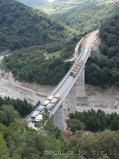 Prove di carico su impalcati di ponti effettuate con automezzi
