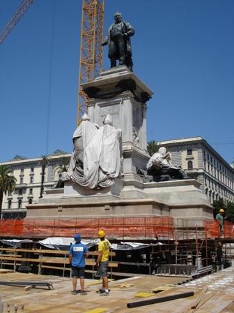 SOLLEVAMENTO DEL MONUMENTO A CAVOUR